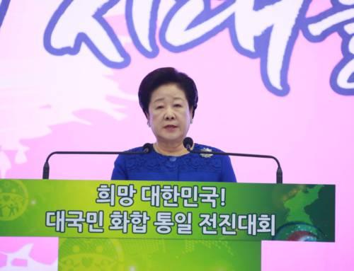 Hak-ja Han taler på stort møte utenfor Seoul